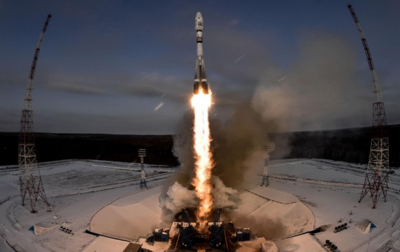 Rusia lanza cohete espacial Soyuz pero aparecen fallos