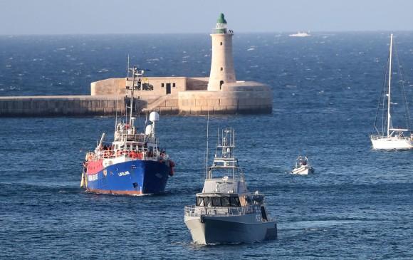 Imagen de archivo. Barco con migrantes a bordo en el mediterráneo. FOTO: EFE