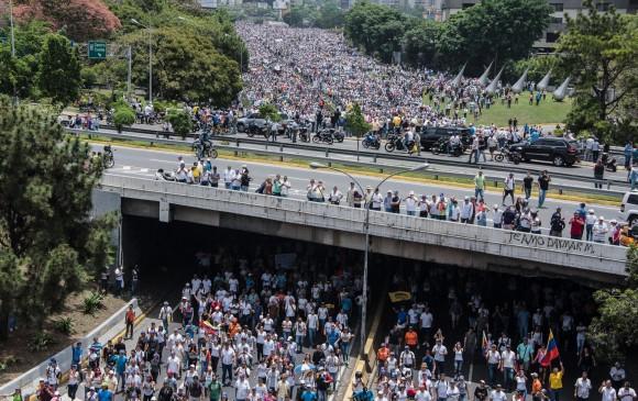 Policía disuelve marcha opositora venezolana y se reporta un herido en otra