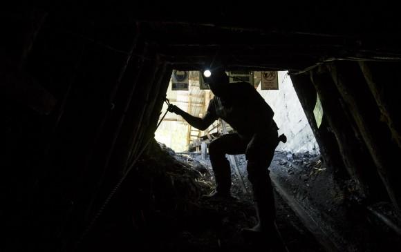 Explosión en mina de Irán deja dos muertos y 26 atrapados