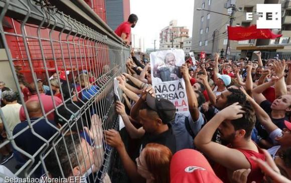 Lula ingresa a prisión en Curitiba