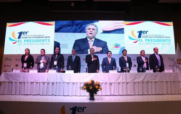 El presidente electo Iván Duque con los alcaldes de Colombia. Foto: Colprensa.