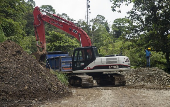 Fase tres de las obras de construcción de la vía que comunica a Quibdó, capital de Chocó en el occidente de Colombia con el municipio de Ciudad Bolívar en Antioquia. Foto: Esteban Vanegas Londoño