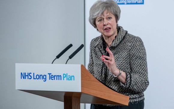 La primera ministra del Reino Unido, Theresa May, no podrá subir algunos impuestos sin autorización del Parlamento en el caso de que, finalmente, se produzca un Brexit sin consenso. FOTO afp