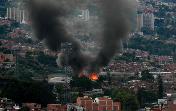 Incendio en empresa de Itagüí. FOTO JUAN ANTONIO SÁNCHEZ