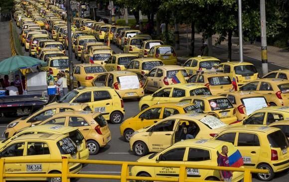 Así se vio la protesta de taxistas en Medellín en mayo de este año. FOTO JULIO CÉSAR HERRERA