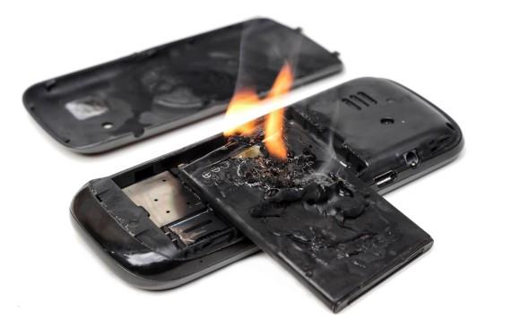 El joven venezolano a quien le estalló su celular en en Transmilenio