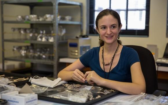 Ashley Sharpe, arqueóloga del Smithsonian Tropical Research Institute. Foto: Sean Mattson | Smithsonian Tropical Research Institute