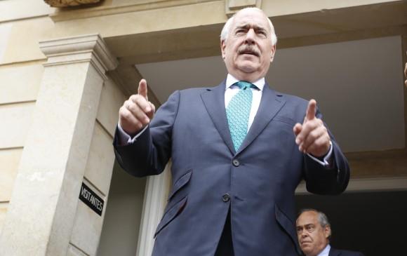 El último intento del expresidente Uribe para salvar la coalición del No