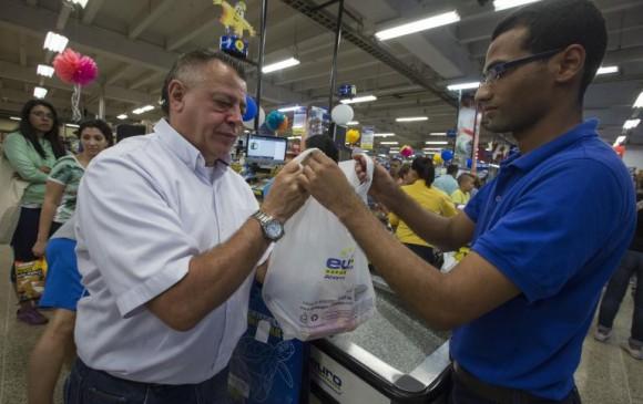 Desde el 1 de Julio entró en vigencia el impuesto de 20 pesos por bolsa plástica. Foto: Manuel Saldarriaga