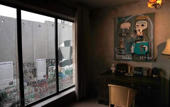 Resultado de imagen para banksy walled off muro