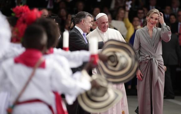 El vestido de la Primera Dama fue diseñado por Johanna Ortiz. FOTO Colprensa