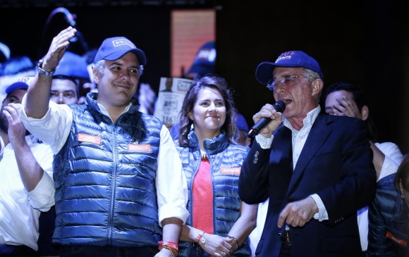 Álvaro Uribe gobernará Colombia por Twitter: Nicolás Maduro