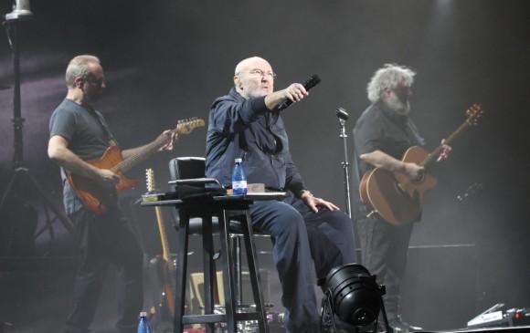 Phil Collins en su concierto en Uruguay. Abajo, la lista de 14 conciertos que dio en América Latina entre febrero y marzo de este año. FOTO EFE