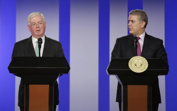 El delegado de la Unión Europea Eamon Gilmore y el presidente de Colombia Iván Duque. Foto: Colprensa