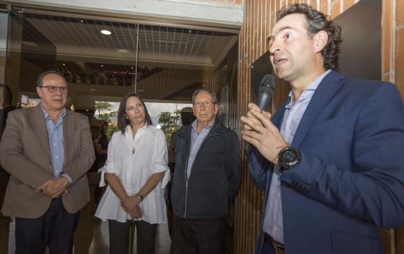 Luis Miguel De Bedout, Martha Ortiz, Juan Gómez y el alcalde Gutiérrez durante el acto. FOTO Edwin Bustamante