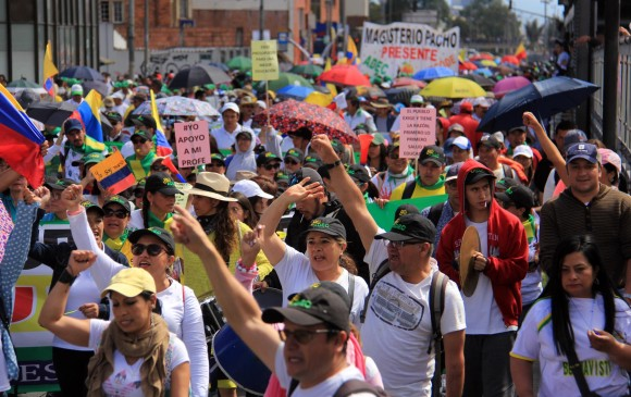 Maestros, arroceros y empleados estatales toman calles de Bogotá