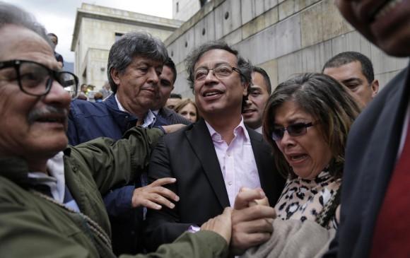 El senador Petro arribó ayer a la Corte Suprema de Justicia para pedir que se abra una investigación en este caso. FOTO COLPRENSA