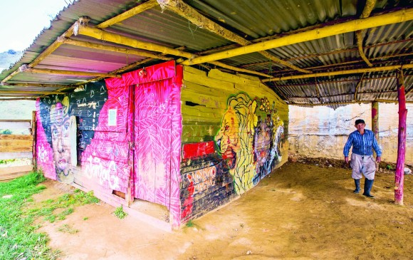 La vieja sede de La Capilla está en mal estado y amenaza ruina. FOTO JAIME PÉREZ
