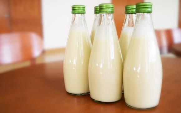 Una temperatura más baja frena el desarrollo de bacterias que dañan la leche y así dura más días.Foto Maxpixel