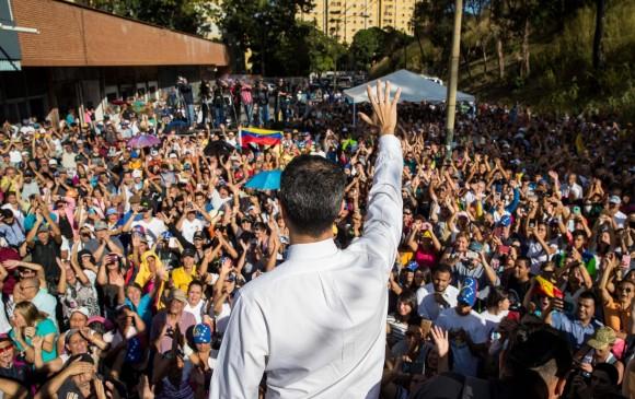 Presuntos militares en Caracas se alzan contra Maduro