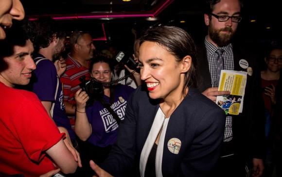 En las elecciones primarias del Partido Demócrata en el estado de Nueva York, Alexandria sorprendió al imponerse sobre el representante Crowley con 57 % de los votos frente a 42 %. FOTO afp