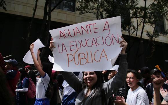 Con marcha zombi estudiantes de la UA exigen garantías y recursos
