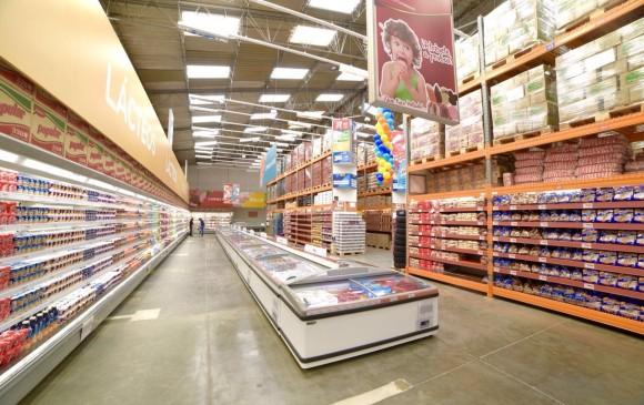 Con una inversión de 6.500 millones de pesos y aprovechando lo que antes era una almacén Surtimax, el Grupo Éxito presentó este miércoles en Bogotá su primer almacén Sutimayorista. FOTO CORTESÍA