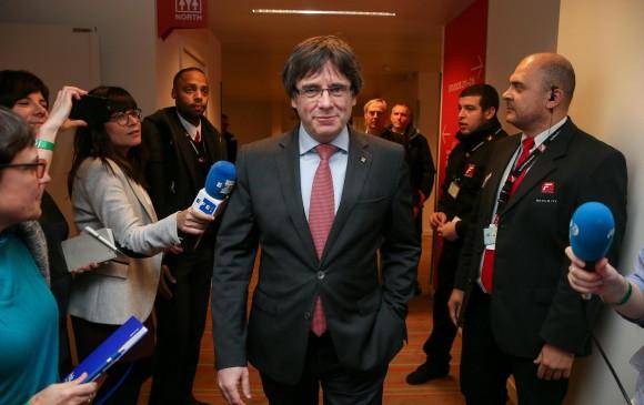 Puigdemont pide a Rajoy reconocer elecciones y dialogar — Belgica