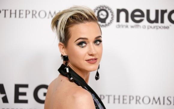 La cantante Katy Perry en su llegada a la alfombra roja de la fiesta. FOTO: Reuters/ Danny Moloshok