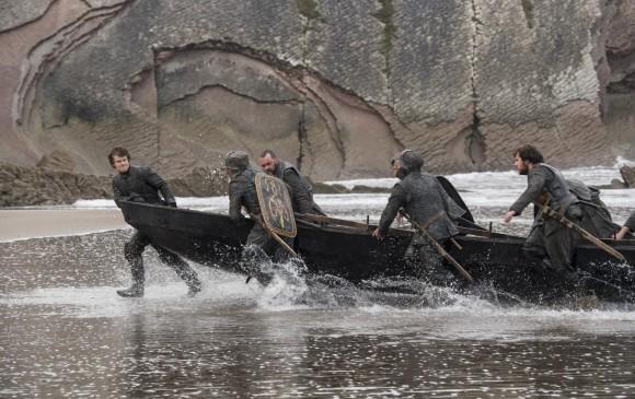 Theon Greyjoy llega a Westeros después del ataque por parte de su tío. FOTO Cortesía HBO