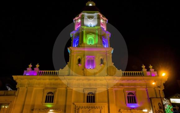 La Catedral Nuestra Señora de las Mercedes también fue decorada con luces de colores.