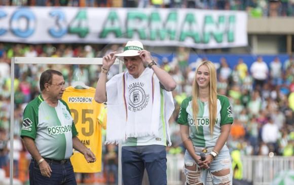 Ubanal y sus barras adscritas también se hicieron presentes en el homenaje. Poncho y sombrero.