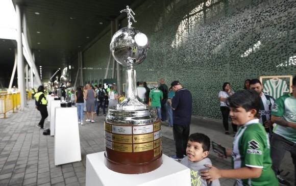 La Copa Libertadores que Nacional ganó dos veces (1989 y 2016), la más buscada para la foto ayer.