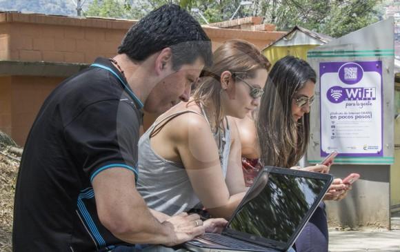 Con el punto de Internet gratuito que inauguran hoy en la U. Deportiva La Floresta, Medellín completa 193 zonas de conexión. En 2 años habrá 292. FOTO ROBINSON SÁENZ