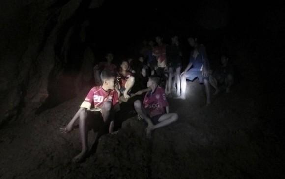 Muere héroe durante rescate de niños atrapados en cueva en Tailandia