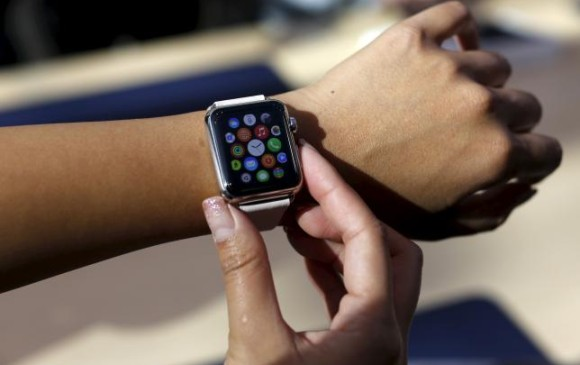 Este servicio adicional de Line para el Apple Watch estará disponible en nueve idiomas. FOTO Reuters