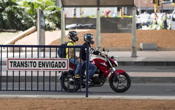 En Itagüí está prohibido llevar parrillero hombre hasta el 30 de junio de 2017. Envigado tiene la misma medida hasta el 31 de este mes, con intención de prorrogarla. FOTO edwin bustamante