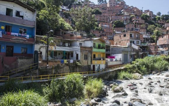 Asesinan a una mujer y sus dos hijos menores en Medellín