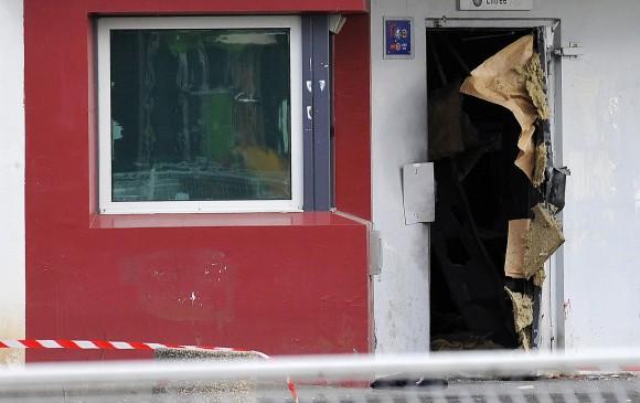 Esta fue la puerta abierta con explosivos por la que Redoine escapó en abril de 2013. FOTO EFE