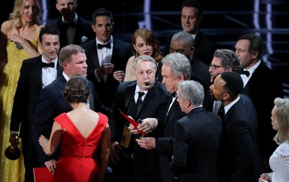 Momentos de confusión en el escenario. FOTO Reuters