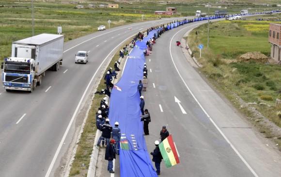 Unos 70 kilómetros tiene la bandera que más de 100.000 bolivianos exhibieron para reclamar su derecho al mar. AFP
