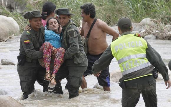 Apoyemos a Maduro contra los paramilitares colombianos