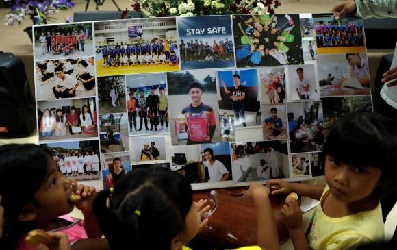 Rescatan a octavo niño atrapado en cueva inundada de Tailandia