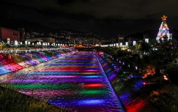 Así se ven las luces navideñas en Parques del Río. Foto: Jaime Pérez Munévar