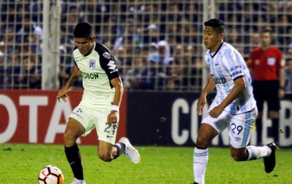 Jorman Campuzano, uno de los pocos jugadores que se destacó ayer en Nacional. No solo le tocaba marcar, sino también tratar de generar juego en el medio campo. FOTO REUTERS