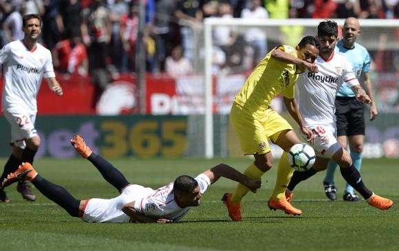 Los colombianos Luis Fernando Muriel y Carlos Bacca (der.) tuvieron minutos en el partido. FOTO AFP