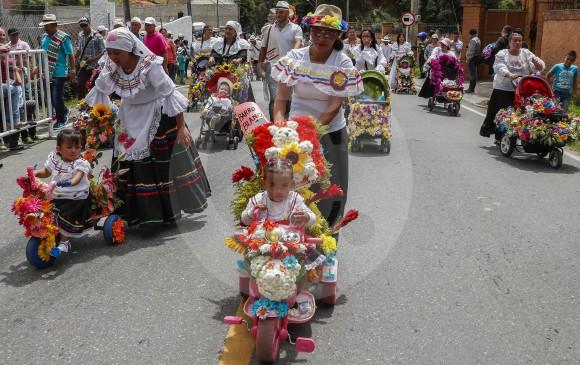 Silletas En Miniatura Para Empezar La Feria De Las Flores