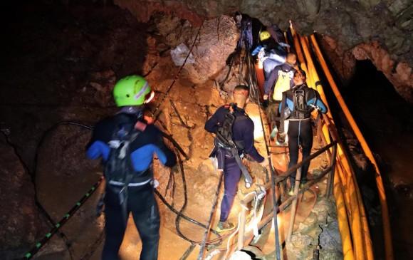 Siguen las labores de rescate de los niños atrapados. FOTO EFE