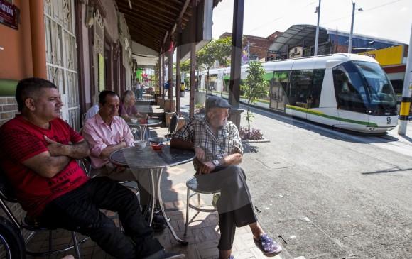 El tradicional cafetín Pompi Bar sobrevive entre las nuevas construcciones. FOTO Julio César Herrera